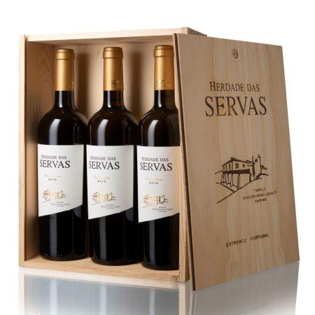 Herdade das Servas, Vinho Branco Reserva, Alentejo, Caixa de Madeira com 3 garrafas.